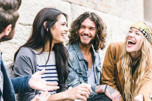 Nauruterapia on hyväksi terveydelle, sillä nauraessa rentoutuu.