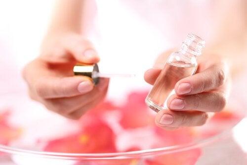 ruusunmarjaöljy puhdistaa finnit