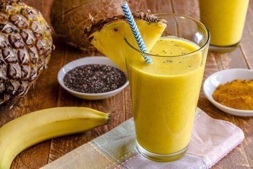 Herkullinen banaani-kurkumasmoothie maksan puhdistamiseksi