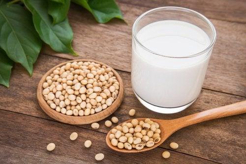 soijapavuista valmistettu maito