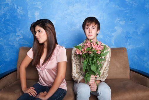 poika toi tytölle kukkia