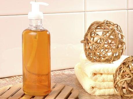 Käytä antibakteerista saippuaa deodorantin sijaan.