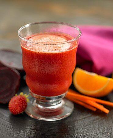 juoma appelsiinista ja mansikasta