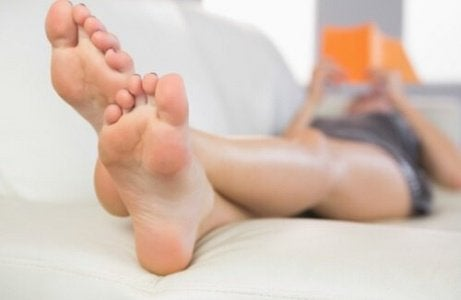 Etikka auttaa neutralisoimaan jalkojen pahaa hajua.