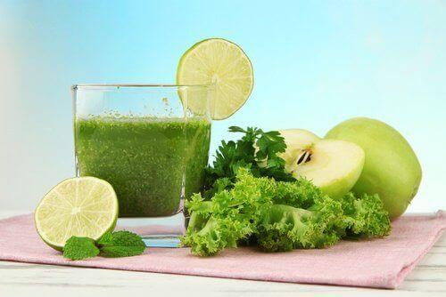 vihreä juoma pahoihin hajuihin