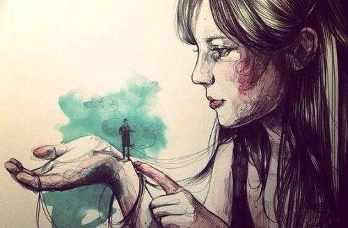 tyttö kädellään minikokoinen mies