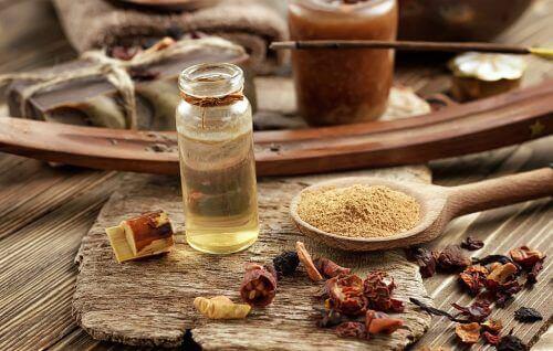 Olibaanihartsiöljyllä on tulehdusta lievittäviä vaikutuksia.