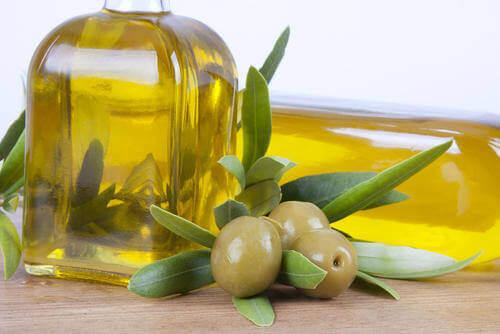 Voit suojauta alkoholin aiheuttamalta maksavauriolta nauttimalla sitruuna-oliiviöljy- kuurin.