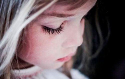 Nykyajan lapset kasvatetaan pakkopaitoihin