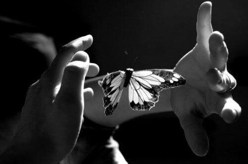 Hyväily sielusta käsin läheisyyden luomiseksi