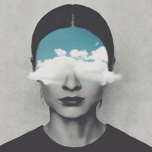 pilviä naisen kasvoilla