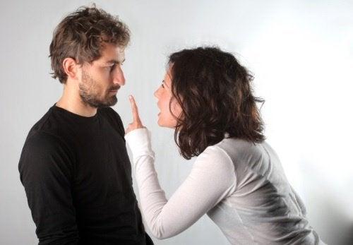 riitelevä pari
