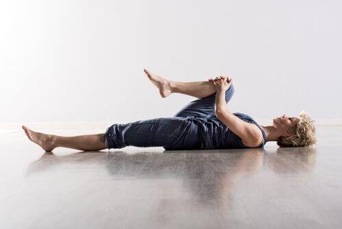selkävenytys, lihasjännitys helpottuu
