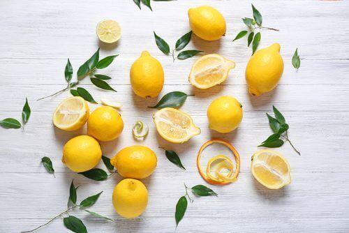 kokeile sitruunaa arpien häivyttämiseksi