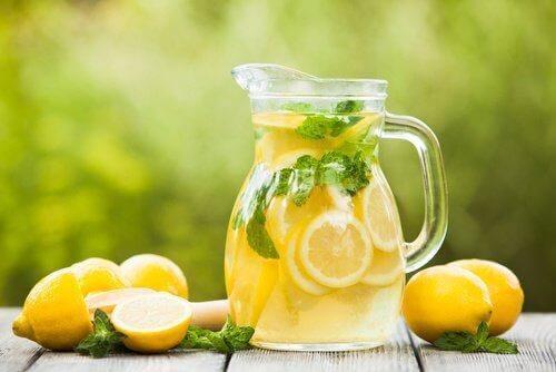 Sitruunamehu auttaa pitämään sydämestä ja verisuonista huolta.