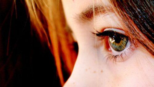 tytön silmä