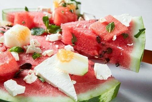 salaatti vesimelonista