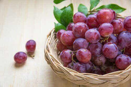 Punaisten viinirypäleiden terveyshyödyt - 5 vaikutusta