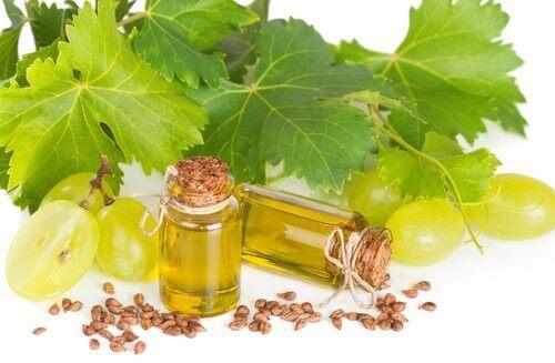 Viinirypäleen siemenistä saatava öljy sisältää terveellisiä rasvoja.