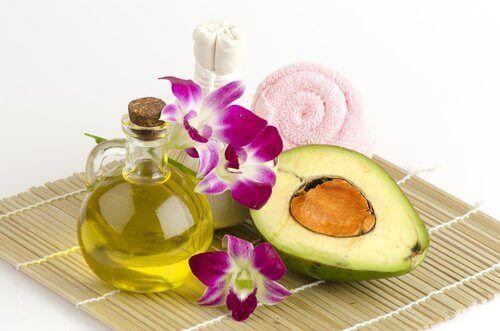 avokado ja oliiviöljy käsien hoidossa