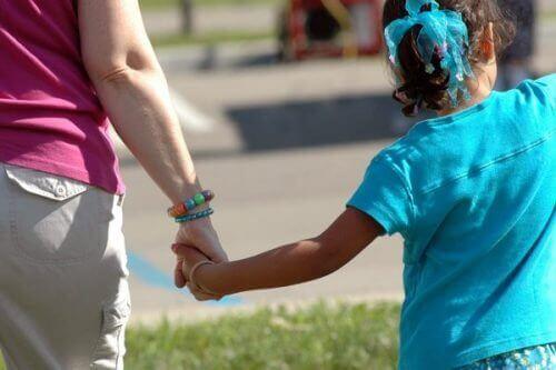 Lasten hyväksikäyttö on nykypäivänäkin suuri ongelma.