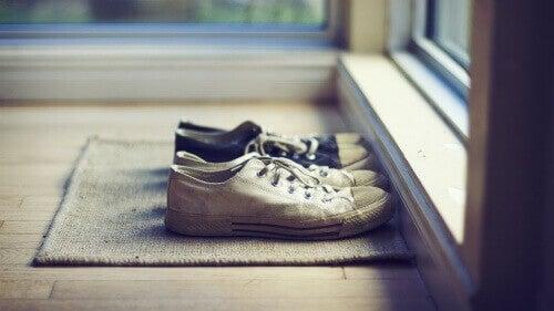 kengät ja jalkojen hikoilu