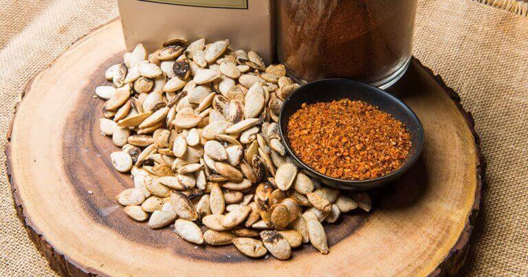 Kurpitsansiemeniä ei kannata syödä suuria määriä kerralla, sillä ne saattavat aiheuttaa väsymystä.