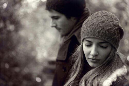 Jos kumppanilla on epävakaa persoonallisuushäiriö, voit oppia elämään tämän sairauden kanssa.