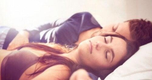 nukkuminen selällään
