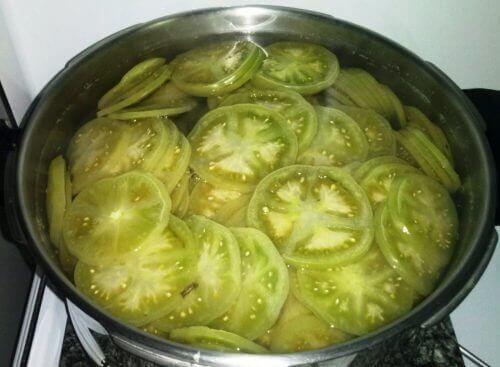 selluliittihoito vihreistä tomaateista ja omenaviinietikasta