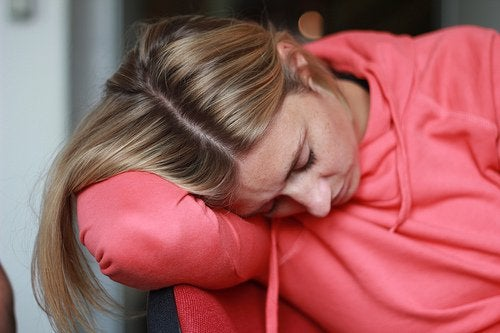 Ruokahalun puutteen seurauksena voi esiintyä väsymystä.