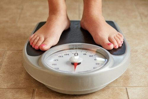 kilpirauhasen toiminnan häiriöt voi vaikuttaa painoon