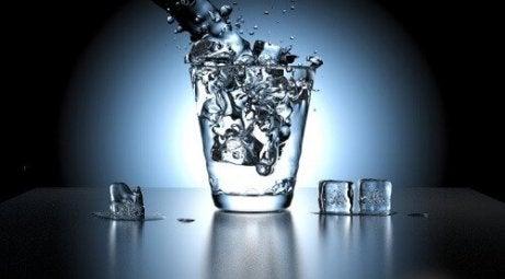 syy pahanhajuiseen virtsaan voi olla vedenpuute