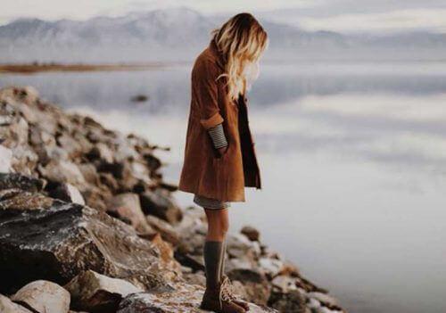 manipuloiva ihailu aiheuttaa yksinäisyyttä