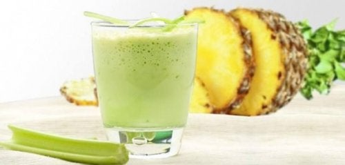 5 juomaa, jotka auttavat laihtumaan - kurkkusmoothie.