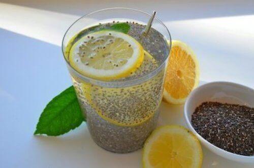 juoma chiasta ja sitruunasta