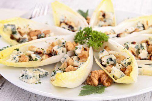Lisää salaattiisi sinihomejuustoa - herkullista!