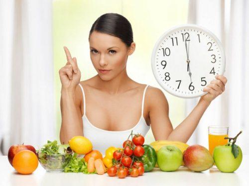 nainen ja hedelmät