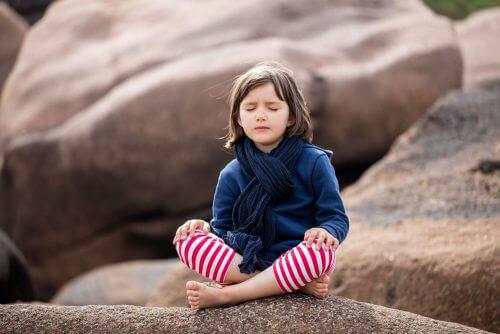 Lasten ja nuorten mindfulness: onko siitä hyötyä?