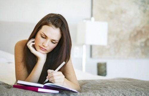 päiväkirjaan kirjoittaminen