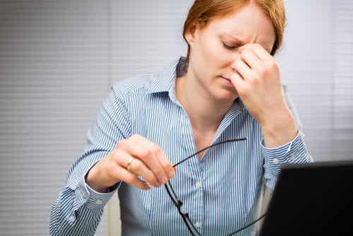 Mistä silmän elohiiri johtuu? 7 syytä