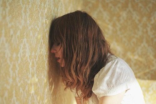 Paniikkikohtaus saattaa saada aikaan tunteen siitä, ettei pysty hallitsemaan hermojaan.
