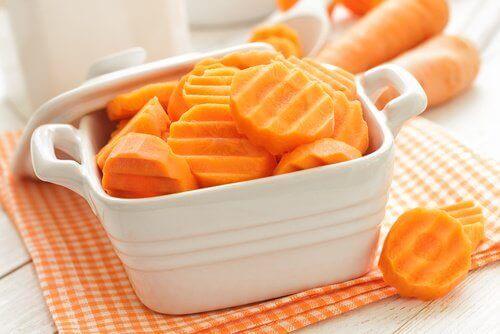 Porkkana auttaa puhdistamaan suusi syvältä.