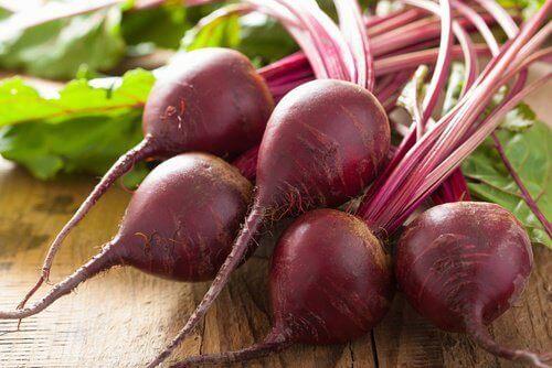 Punajuuren antioksidantit auttavat ehkäisemään verihiutaleiden vähenemistä.