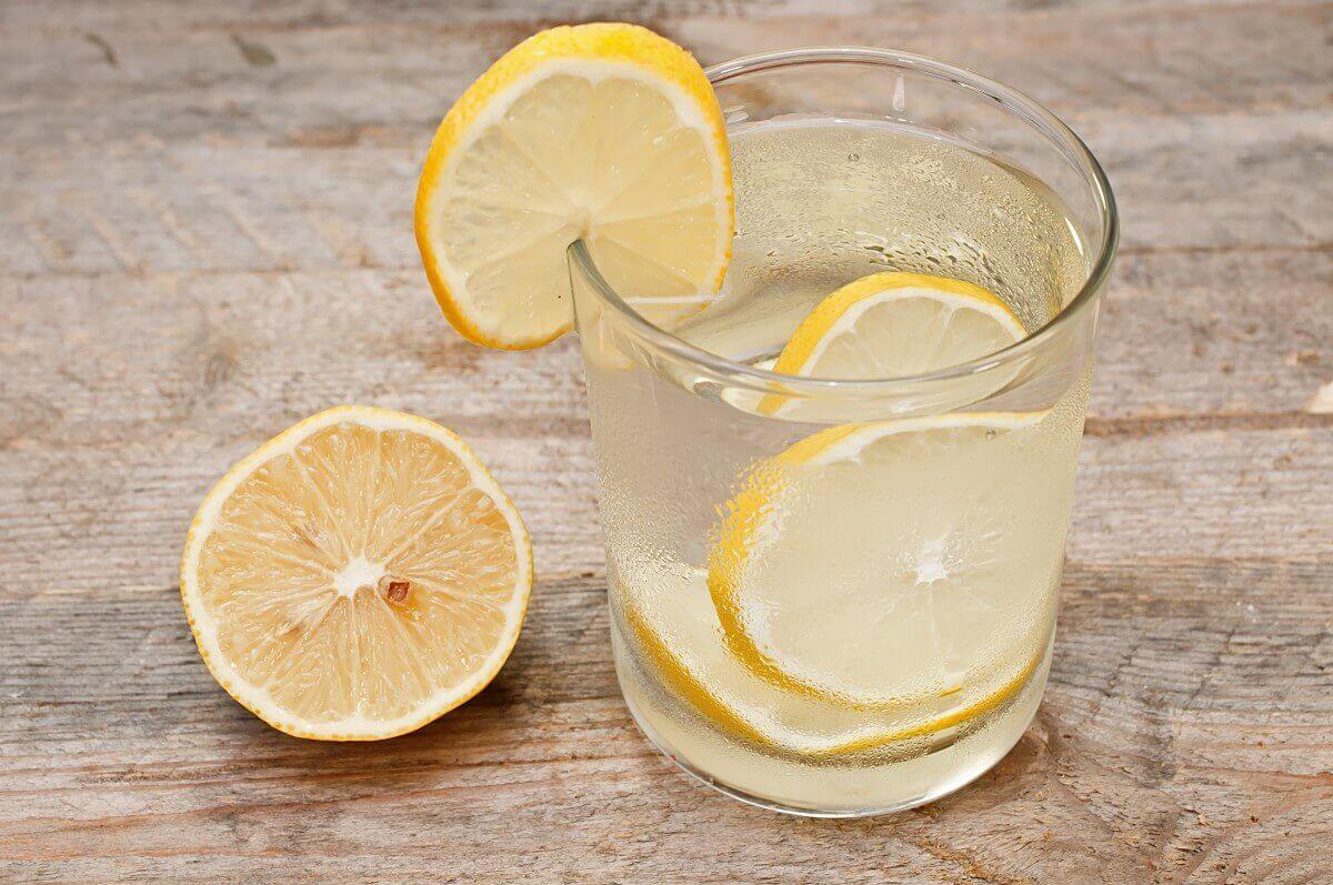 sitruunavedestä kotihoitoja närästykseen