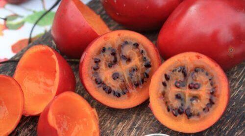 syö eksoottisia hedelmiä: tamarillo