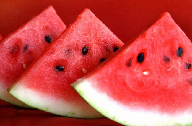 vesimelonit hoitavat nesteturvotusta