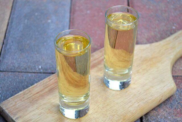 käytä luonnollista kärpäskarkotetta vodkasta