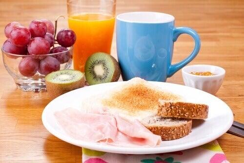 aivoille haitallista tapaa olla syömättä aamiaista