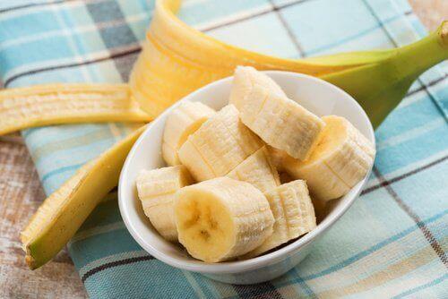 hiilihydraattien lähteet: pilkottu banaani